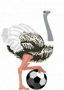 Le Nouveau PSG dans Médailles emplumées 14052261-autruche-avec-un-ballon-de-football-l-39-illustration-sur-un-fond-blanc-212x300